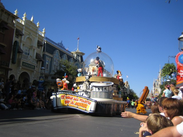 Share a Dream Come True parade at MK