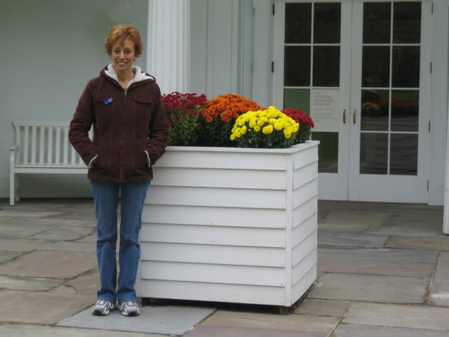 Glenda in front of Rockwell Museum